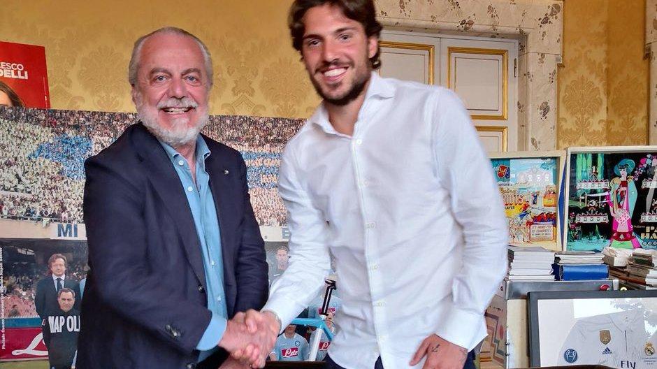 Verdi firma con il Napoli