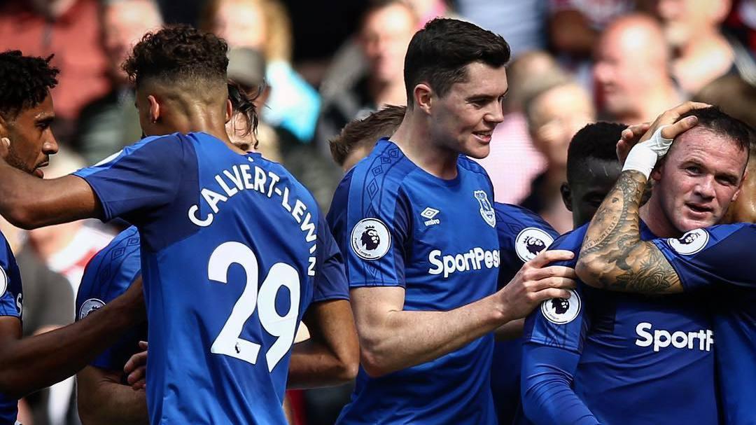 Giocatori Everton esultano